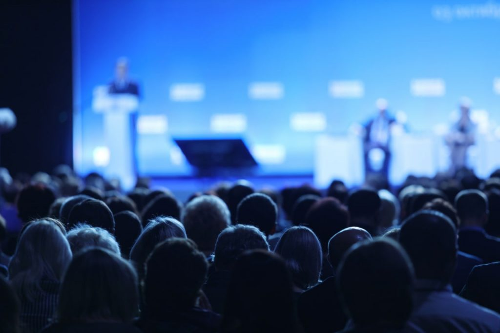 Reasons To Book A Professional Public Speaker-min
